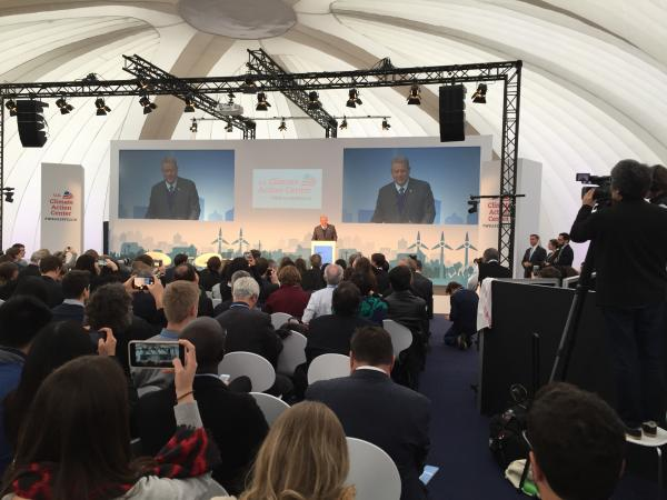 WASIのパビリオンで演説するゴア元米副大統領=2017年11月、ボン