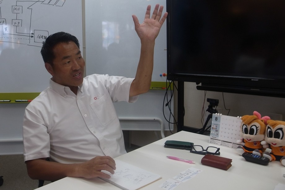 """""""自電自足""""の未来について熱く語る恒石社長"""